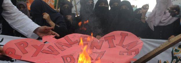 President of Pakistan condemns Valentine's Day