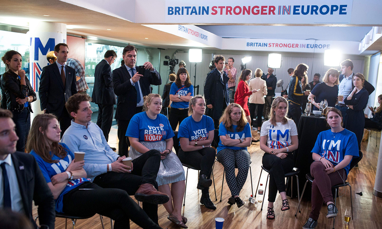 Supporters of the Stronger In Campaign watch the results of the EU referendum being announced at the Royal Festival Hall on June 24, 2016 in London Britain has voted to break out of the European Union, national media declared today, striking a thunderous blow against the bloc and spreading alarm through markets as sterling plummeted to a 31-year low against the dollar. / AFP PHOTO / POOL / Rob Stothard