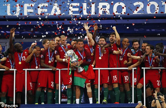1468187596687_lc_galleryImage_Football_Soccer_Portugal_