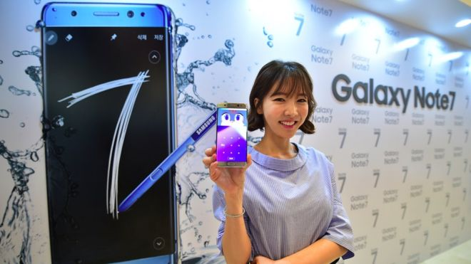 Samsung recalls Note 7 flagship over explosive batteries