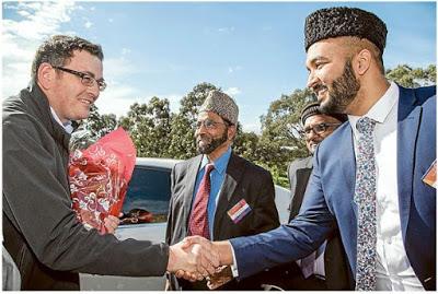 Australia: Premier joins Ahmadiyya Muslim mosque's peace movement