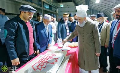 Canada: Head of Ahmadiyya Muslim Community addresses volunteers of 40th Jalsa Salana Canada