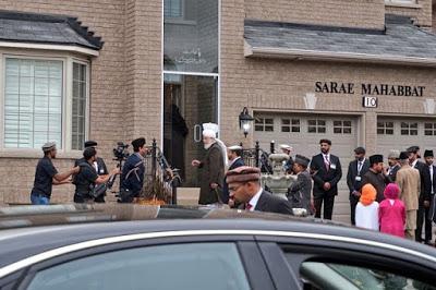 Canada: Ahmadiyya Muslim Caliph Mirza Masroor Ahmad touches down in Toronto