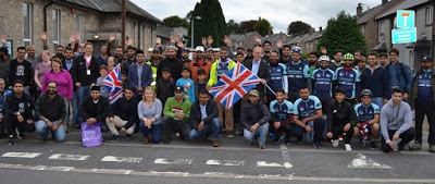 UK: MP meets Ahmadi Muslim youth raising funds for flood victims